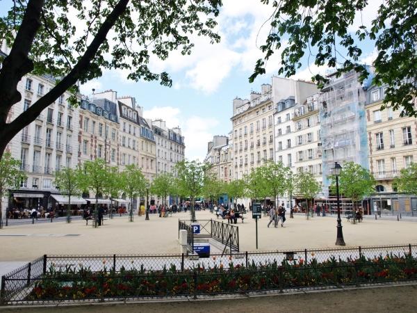 La Place Dauphine vista desde la Rue de Harlay.