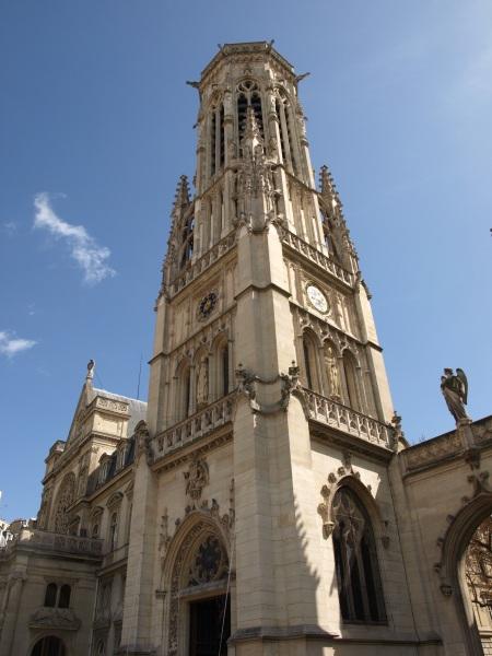 La torre del Mairie 1e Arrondissement, vista desde la iglesia de Saint Germain l´Auxerrois.